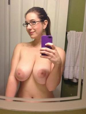 Rencontre sexy sur Dijon avec une femme mure à gros seins